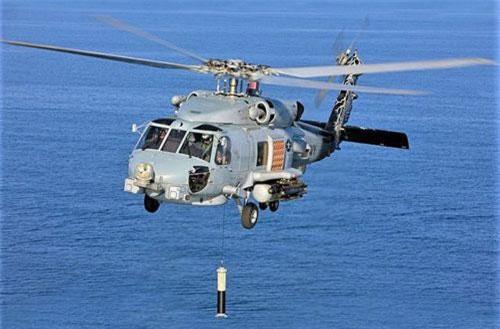 MH-60R triển khai hệ thống Sonar tần số thấp từ trên không (ALFS). Ảnh: flickr.com