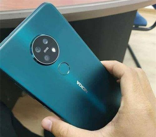 Hình ảnh mặt lưng của Nokia 7.2.