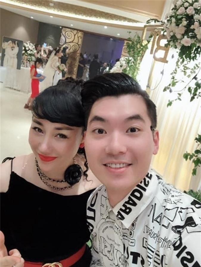 Sao nam Việt lấy vợ hơn nhiều tuổi vẫn lãng mạn, hạnh phúc