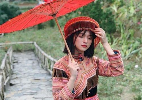 Lương Thị Hương Ly khoe nhan sắc trong trang phục dân tộc.