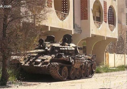 Chiến trường Idlib, Syria đang trở nên ngày càng khốc liệt khi phiến quân đang tử chiến khốc liệt với quân chính phủ. Để chiếm địa bàn chiến lược này, Syria đã đổ lượng lớn khí tài về đây.