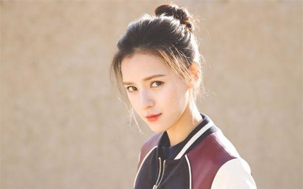 Cái tên này có lẽ cũng không còn quá xa lạ khi cô nàng diễn viên xinh đẹp này thậm chí còn được mệnh danh là tiểu hoa đán của làng giải trí Hoa ngữ.