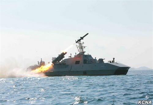 Chiến hạm tàng hình thế hệ mới của Triều Tiên được cho là bản nâng cấp từ chiếc đã phóng thử nghiệm tên lửa Kh-35 nội địa. Ảnh: KCNA.