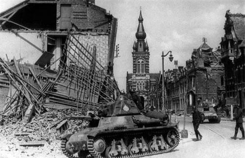 Trước thời điểm Chiến tranh Thế giới thứ hai nổ ra, theo ước tính đã có khoảng 27.000 người Đông Dương đến Pháp kèm theo đó là 7000 lính cùng với 20.000 công nhân làm việc trong lĩnh vực quốc phòng. Nguồn ảnh: Pinterest.