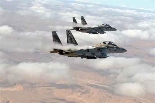 Hôm 15/8, máy bay chiến đấu của không quân Israel đã thực hiện hành động quân sự nhằm vào thành phố Masyaf thuộc tỉnh Hama, nơi quân đội chính phủ Syria triển khai các tổ hợp tên lửa phòng không S-300.