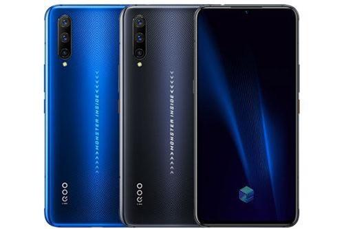 Vivo iQOO Pro đem đến cho khách hàng 2 tùy chọn màu sắc là đen và xanh, lên kệ ở Trung Quốc từ ngày 2/9. Giá bán của phiên bản RAM 8 GB là 3.198 Nhân dân tệ (tương đương 10,49 triệu đồng). Phiên bản RAM 12 GB có giá 3.498 Nhân dân tệ (11,47 triệu đồng).