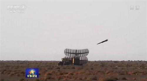 Tên lửa chống bức xạ YJ-91 đánh chính xác vào đài radar mục tiêu. Ảnh: CCTV7.
