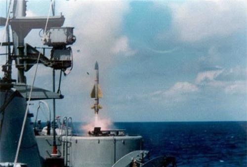 Tên lửa Barak-1 rời bệ phóng. Ảnh: Naval Today.
