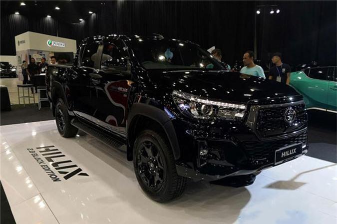 Toyota Hilux 2.8 Black Edition. Ảnh: Carlist.