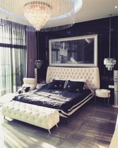 """Phòng ngủ của """"Nữ hoàng nội y"""" Ngọc Trinh nằm trong một căn hộ có diện tích 200m2, nằm trên tầng 33 của một khu căn hộ cao cấp ở quận 7, TP HCM. Ảnh: nhasang."""