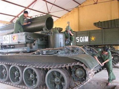 Một chiếc xe cứu kéo BTS-4 của Quân đội Việt Nam. Ảnh: Quân đội nhân dân.
