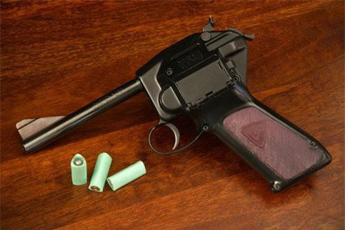 """Đầu tiên phải kể đến loại đạn độc đáo được thiết kế bởi David Dardick vào giữa thập niên 50 của thế kỷ trước. Loại đạn này được gọi bằng cái tên ngắn gọn là """"đạn Dardick"""" hay """"đạn tam giác"""". Nguồn ảnh: WATM."""