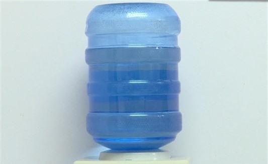 Hà Nội cắt giảm sử dụng sản phẩm nhựa dùng một lần trong các cuộc họp - Ảnh 1.