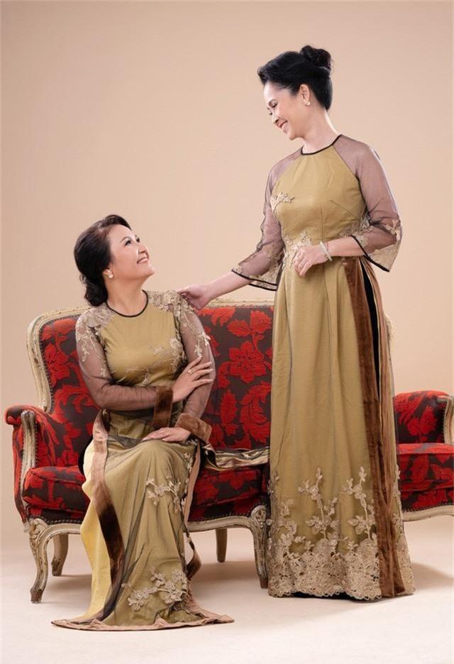 Hai mẹ chồng quốc dân tụ hội, uyển chuyển trong BST áo dài đôi của NTK Đức Hùng - Ảnh 9.