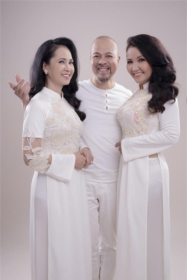 Hai mẹ chồng quốc dân tụ hội, uyển chuyển trong BST áo dài đôi của NTK Đức Hùng - Ảnh 4.