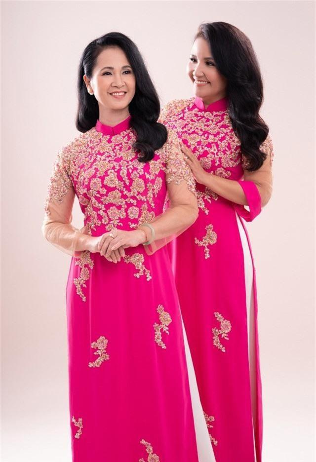 Hai mẹ chồng quốc dân tụ hội, uyển chuyển trong BST áo dài đôi của NTK Đức Hùng - Ảnh 5.