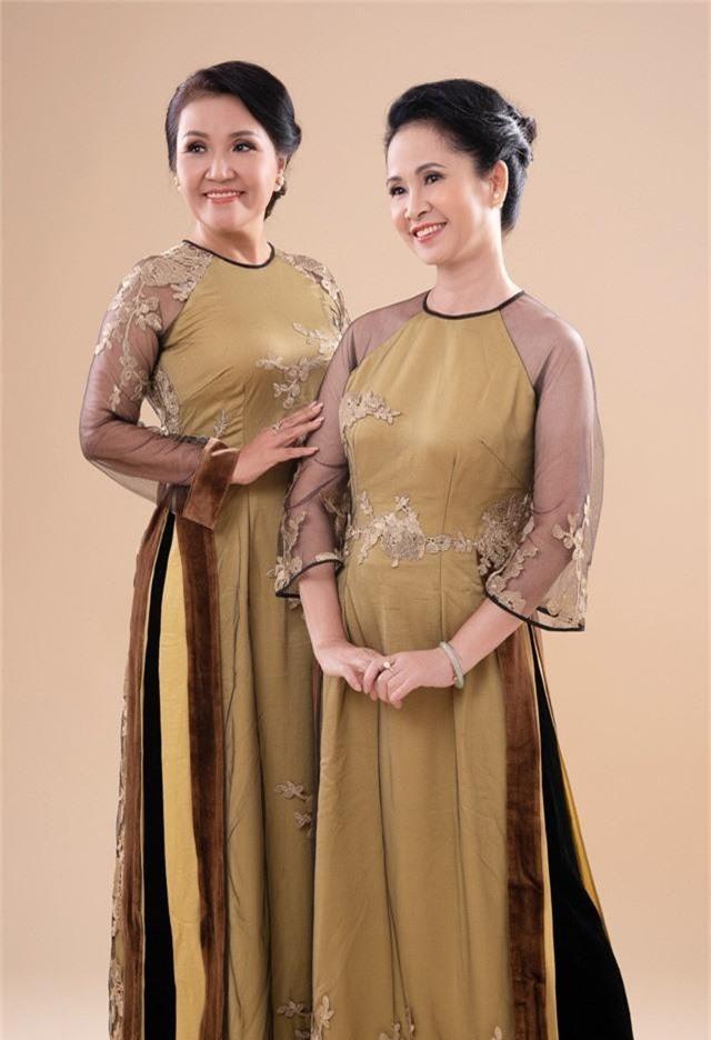 Hai mẹ chồng quốc dân tụ hội, uyển chuyển trong BST áo dài đôi của NTK Đức Hùng - Ảnh 7.