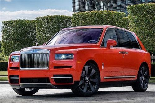 Nhà sưu tập xe hơi Michael Fux vào cuối tuần qua đã nhận được chiếc SUV siêu sang Rolls-Royce hàng thửa Bespoke thứ 12 của mình tại lễ hội The Quail. Đó là một chiếc siêu SUV Rolls-Royce Cullinan đặc biệt, với màu sơn Cam mang tên chính ông: Fux Orange.