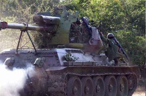 Có một điều lạ là, hầu hết các khẩu pháo tự hành tự chế này đều quay pháo ra phía đuôi. Xem ra có lẽ do trọng lượng quá nặng nên thiết kế như vậy tránh mất trọng tâm lật xe khi khai hỏa. Ảnh: Global Security