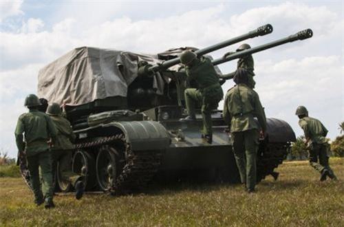Về T-55, Quân đội Cuba cải hoán số lượng lớn sang làm pháo phòng không tự hành 2 nòng 57mm. Ảnh: Global Security