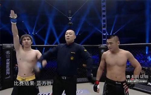Cao thủ Thiếu Lâm Trương Gia Tài bị võ sĩ MMA, Bahadore của Kazakhstan hạ đo ván chỉ sau 6 giây.