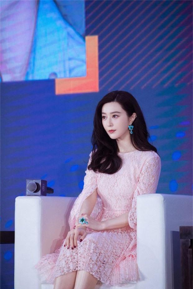 Sao nam vô danh ngồi lòng đường giơ biển cầu hôn Phạm Băng Băng, hứa trả số nợ ngàn tỷ giúp bà xã tương lai - Ảnh 6.
