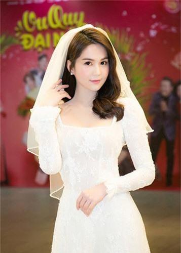 """Mới đây, xuất hiện trong buổi ra mắt bộ phim """"Vu quy đại náo"""", Ngọc Trinh bất ngờ diện váy cưới. Ảnh: FBNV"""