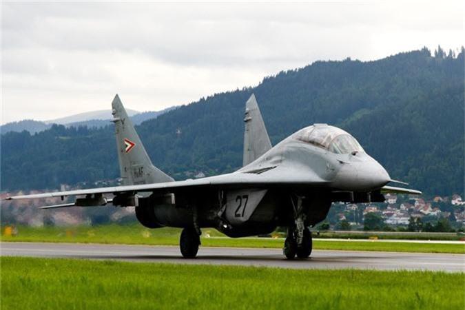 Ty phu dong sang lap Microsoft rao ban... tiem kich MiG-29-Hinh-9