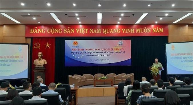 Ông Trần Hữu Linh phát biểu tại hội nghị.