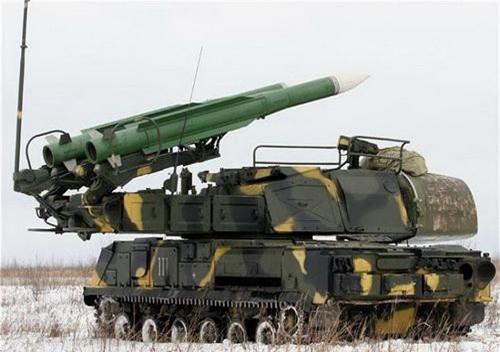 Xe mang phóng tự hành (TELAR) 9A310M1 của tổ hợp Buk-M1 với tên lửa 9M38. Ảnh: Wikipedia.