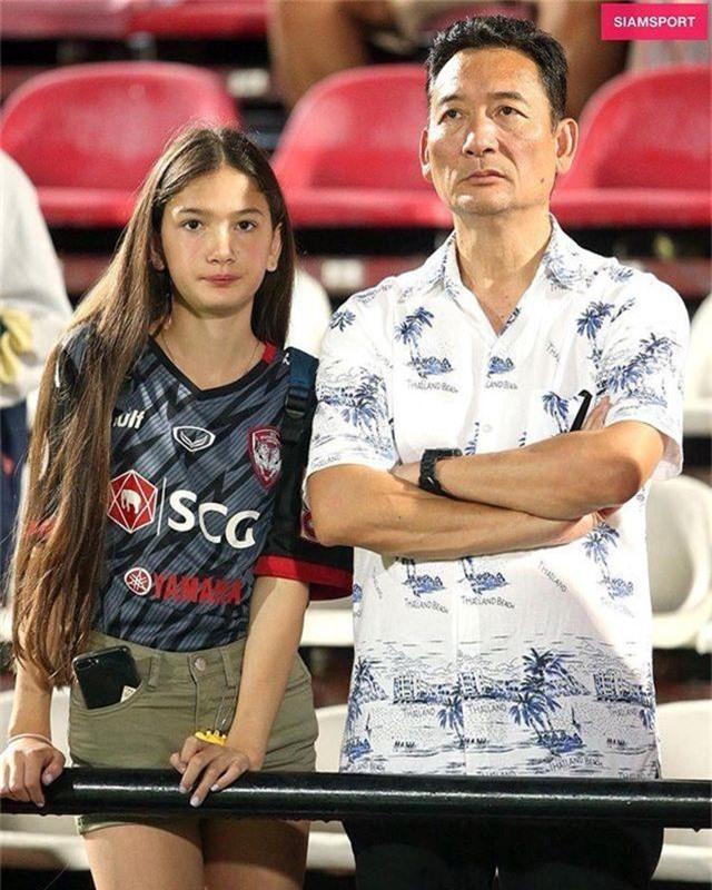 Em gái thủ môn Đặng Văn Lâm được báo Thái Lan khen dễ thương - 2