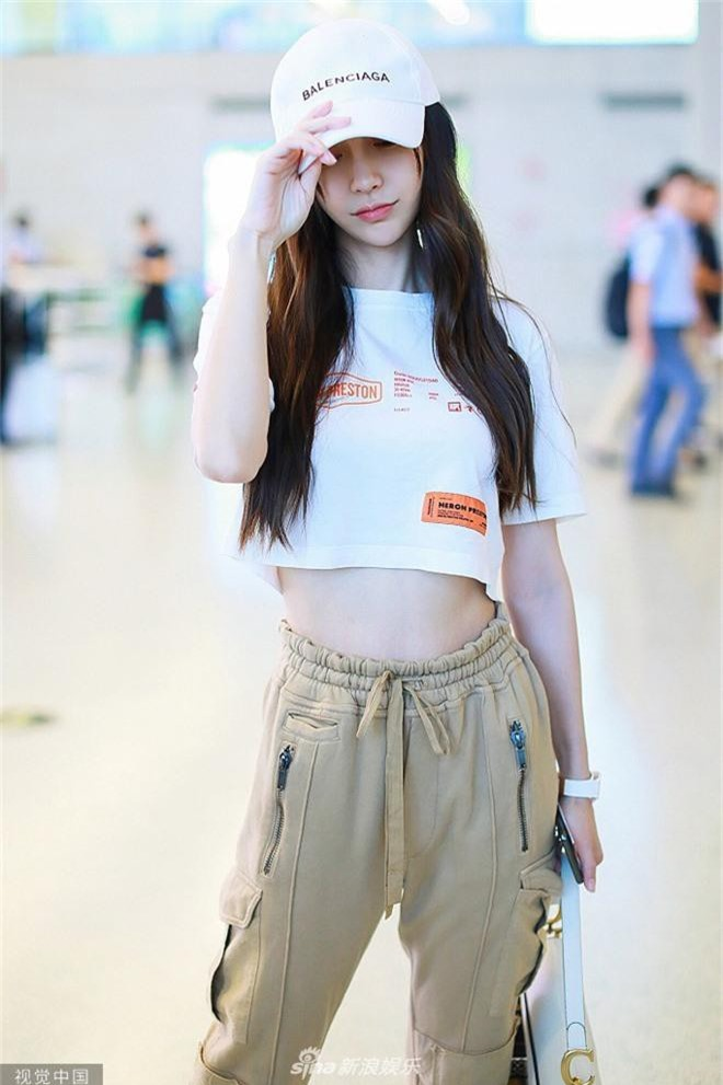 Giữa scandal ly hôn Huỳnh Hiểu Minh, Angela Baby liên tiếp cố tình mặc trang phục táo bạo, khoe vòng eo triệt để - Ảnh 4.