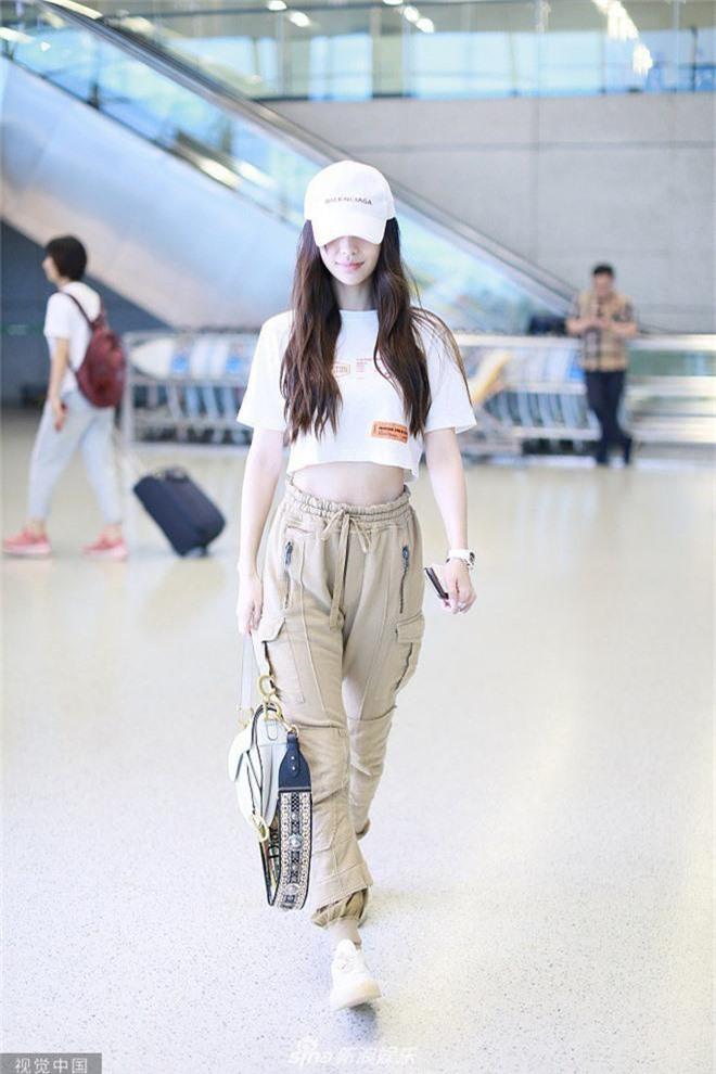 Giữa scandal ly hôn Huỳnh Hiểu Minh, Angela Baby liên tiếp cố tình mặc trang phục táo bạo, khoe vòng eo triệt để - Ảnh 5.