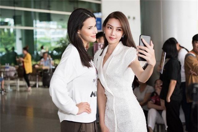 """Đến Việt Nam, Hoa hậu Quốc tế 2018 mặc giản dị vẫn """"gây náo loạn"""" sân bay - Ảnh 7."""