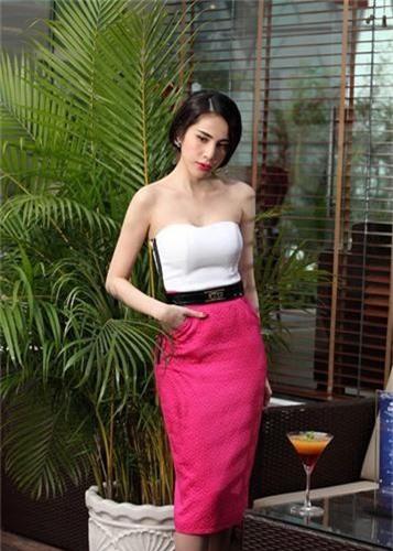 Giat minh than hinh gay go du vong mot day da cua Thuy Tien-Hinh-10