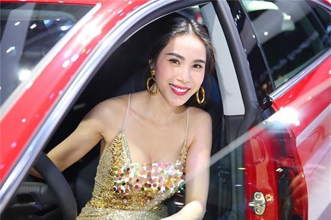 Giat minh than hinh gay go du vong mot day da cua Thuy Tien-Hinh-12