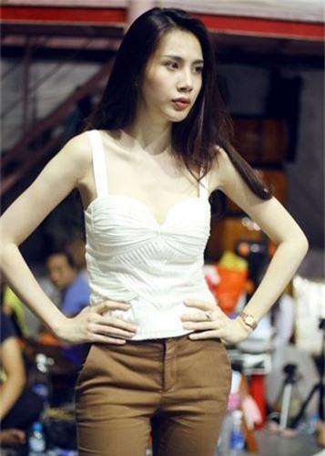 Giat minh than hinh gay go du vong mot day da cua Thuy Tien-Hinh-4