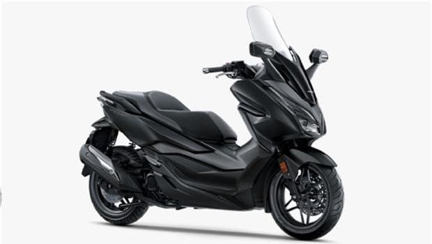 Chiếc scooter cao cấp có 4 lựa chọn màu sắc với một màu mới - xám đỏ.