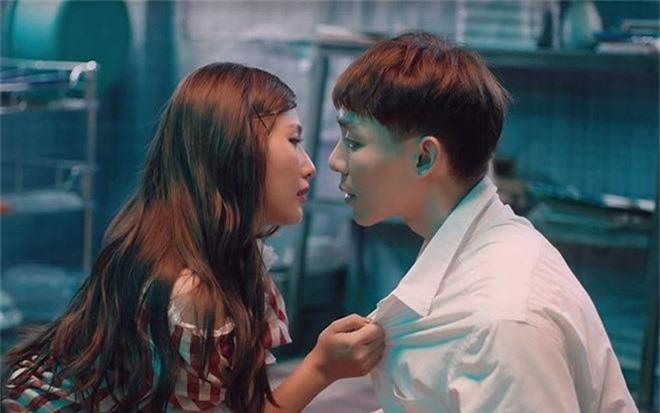 Cô gái 'khóa môi' Erik: Xinh đẹp, từng tham gia nhóm nhảy đình đám - ảnh 2