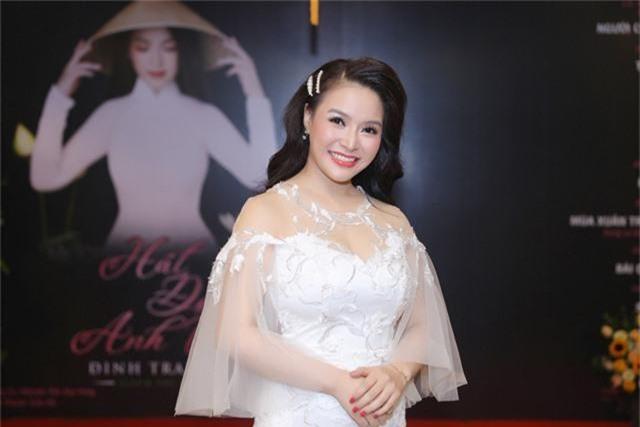 Sao mai Đinh Trang: Hát đợi anh về chở ước mơ 10 năm ca hát - Ảnh 2.