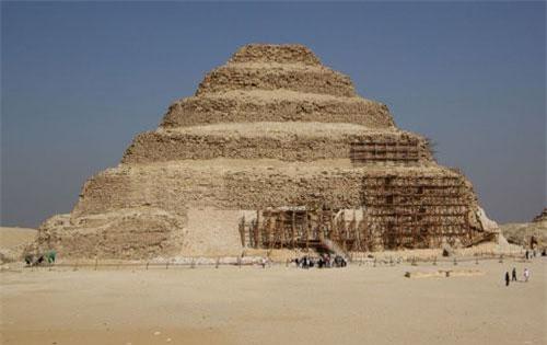 Kim tự tháp Ai Cập.