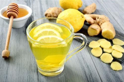 Hỗn hợp nước chanh, gừng, mật ong.