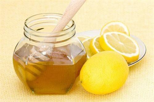 Nước chanh, mật ong.