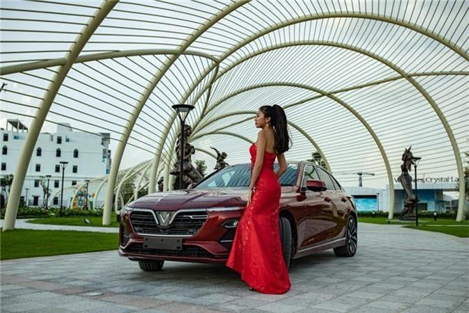 Mẫu sedan VinFast Lux A2.0xuất hiện tại khu đô thị Vinhomes Ocean Park nổi bật với màu