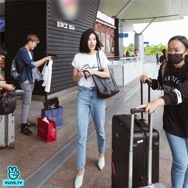Bích Phương xinh đẹp đáng gờm, chảnh xả xuất hiện tại sân bay sang Indonesia dự show khủng với MAMAMOO, Monsta X - Ảnh 2.