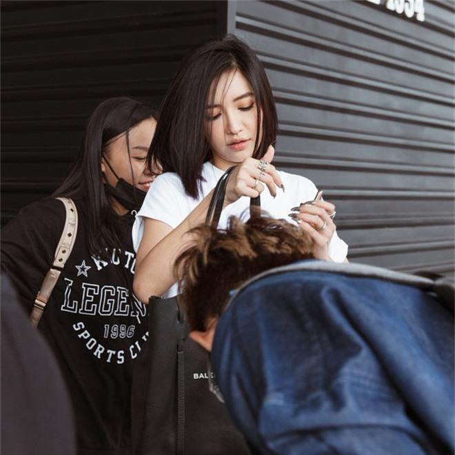 Bích Phương xinh đẹp đáng gờm, chảnh xả xuất hiện tại sân bay sang Indonesia dự show khủng với MAMAMOO, Monsta X - Ảnh 4.