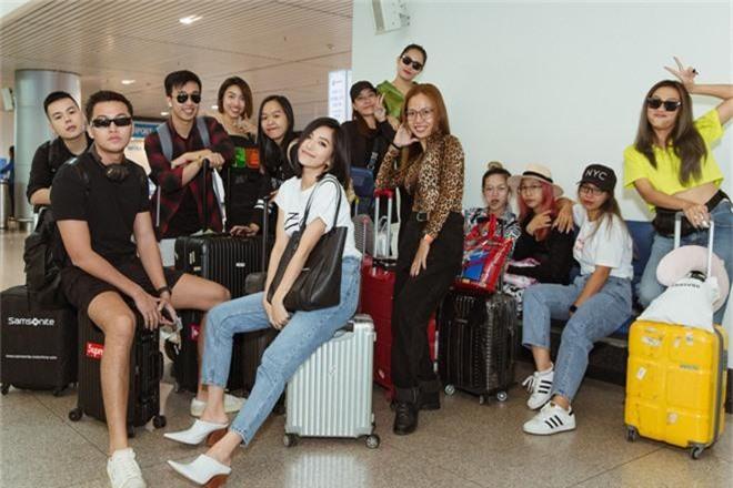 Bích Phương xinh đẹp đáng gờm, chảnh xả xuất hiện tại sân bay sang Indonesia dự show khủng với MAMAMOO, Monsta X - Ảnh 7.