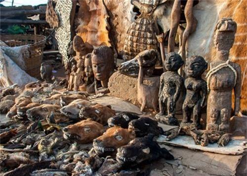 Những bí ẩn bên trong khu chợ bùa ngải lớn nhất thế giới - anh 17