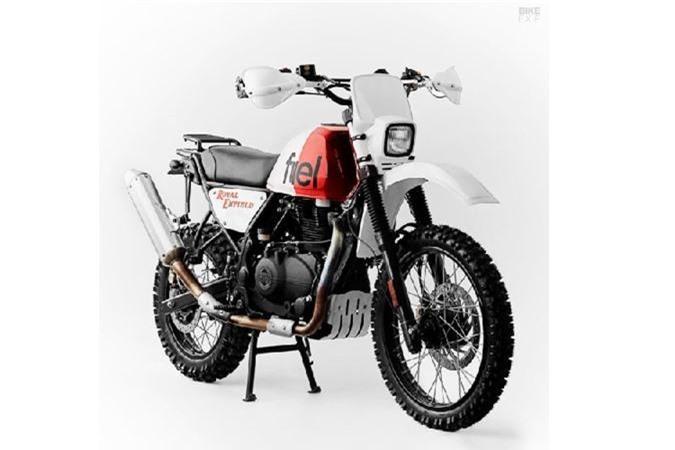 Vào thời điểm này mọi năm, Fuel Bespoke Motorcycles thường chuẩn bị bắt đầu chuyến thám hiểm thường niên Scram Africa. Đây là một hành trình kéo dài 4.000km diễn ra ở Bắc Phi, dành riêng cho các mẫu xe kinh điển và kinh điển tân thời. Đó cùng là thời cơ tuyệt vời để thử nghiệm một chiếc xe độ mới như Royal Enfield Himalayan giá rẻ.