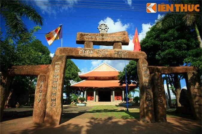 Tan muc ngoi chua xay bang vat lieu la doc nhat VIet Nam-Hinh-9
